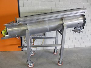 Mixing-/dosing scew conveyor with bag discharge opening