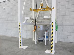 Big-Bag discharge station with hoist