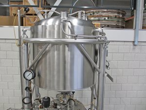 400 + 500 litre jacketed tank – weighing