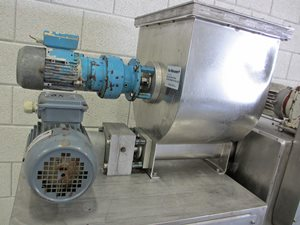 Brabender DBW weight-belt feeder with DDSR twin screw feeder