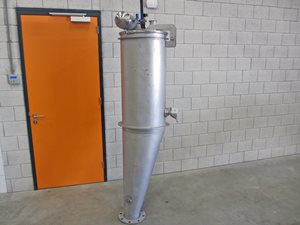 Cyclone separator with dust filter