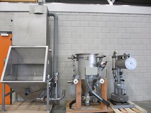 Vacuum-powder-conveying-system